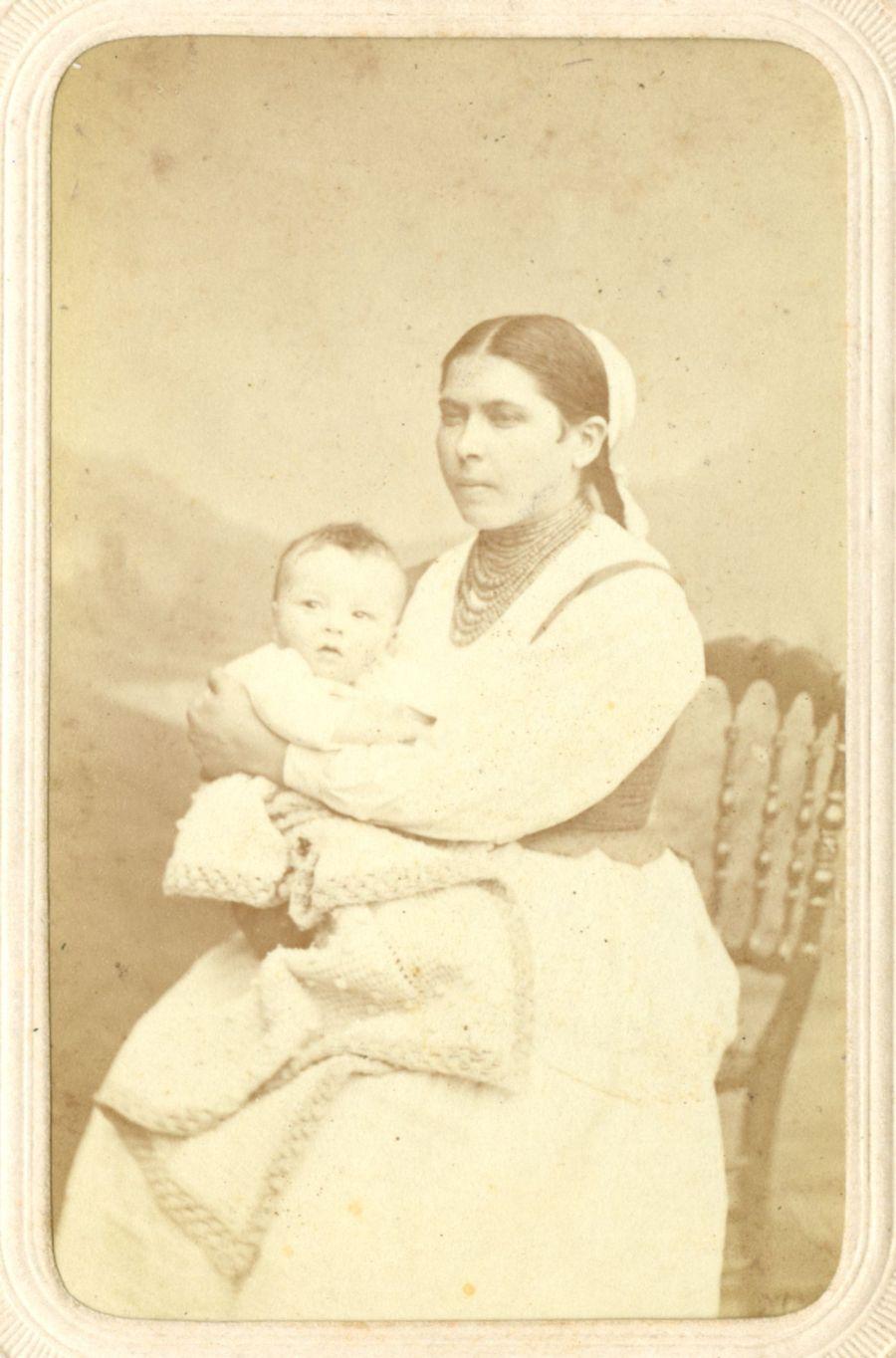 0008.3-August-Krasicki-z-niańką-Makuchową-1873-r.jpg